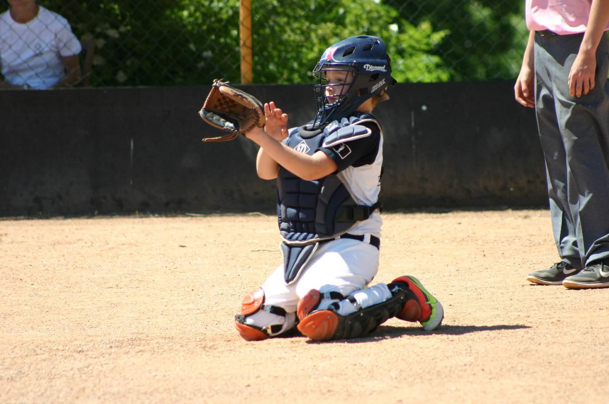 V baseballu se chytá...někdy snadno, někdy v rybičce, někdy třeba v brnění...